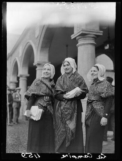 Type:  Kempische meisjes in traditionele klederdracht