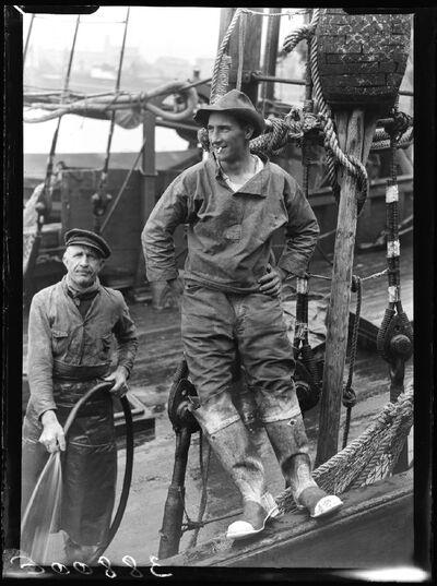 Type:  Oostendse vissers op hun schip