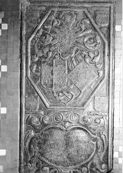 Grafsteen Herman van Gelre en Maria Anna van Benstenraedt