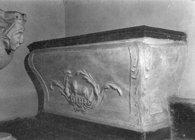altaar in de vorm van sarcofaag
