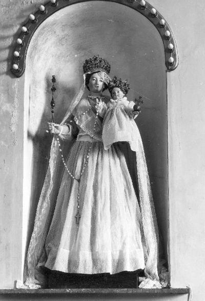 gekleed beeld Onze-Lieve-Vrouw met Kind