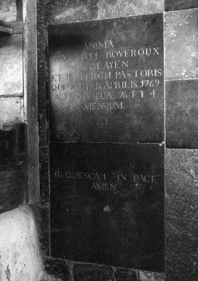 grafsteen van pastoor Mattheus van Boveroux