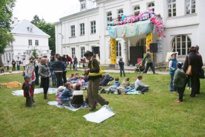 Przystanek rozbawianek : Banialuki do zabawy i nauki festyn w Parku Radziwiłłowskim przed biblioteką, 5.06. 2009 r.