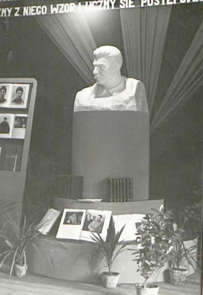 Wystawa książek i prac uczniowskich w ramach Dni Oświaty Książki i Prasy w dniach 17-31 V. 1953 r.