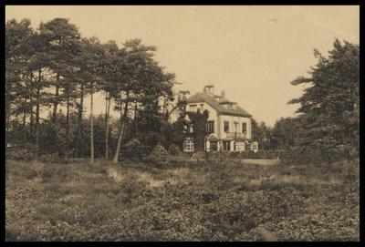 Buitengoed De Witte Hull. Werd in 1900 gebouwd en in 1929 afgebroken. Hiervoor kwam een nieuw huis voor in de plaats.