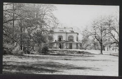 Huize Hoog Beek en Royen in vroegere jaren.