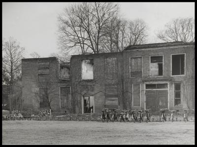 De restauratie van de verbrande zuidoostelijke vleugel (februari 1945) van het Slot werd ter hand genomen in 1960. De kosten hiervan, inclusief de inrichting werden geraamd op ruim fl. 650.000,--.