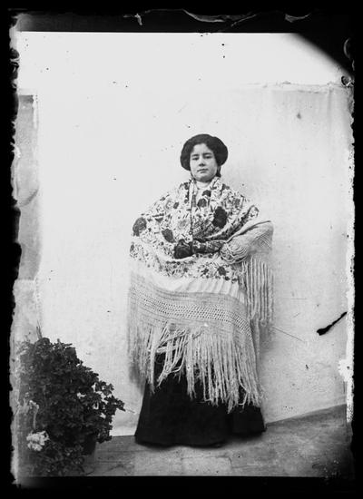 Retrato de señora con mantón de manila