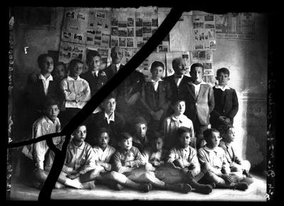 Retrato de un grupo de maestros y alumnos