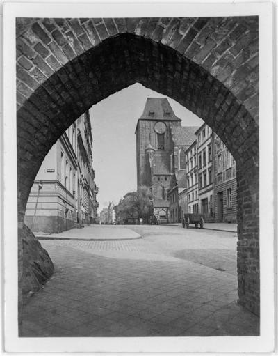 Widok na Katedrę świętych Janów w Toruniu