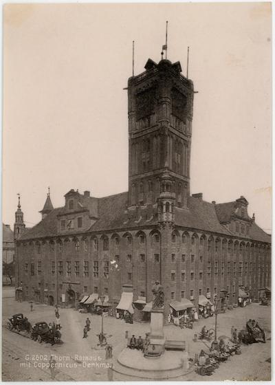 Thorn, Rathaus mit Coppernicus - Denkmal