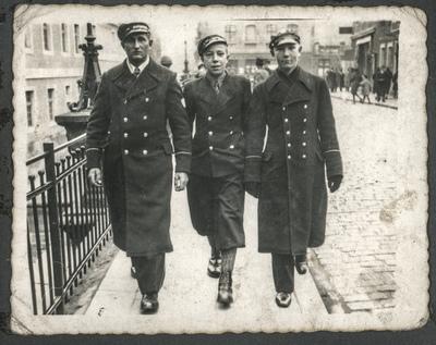 Portret trzech gimnazjalistów