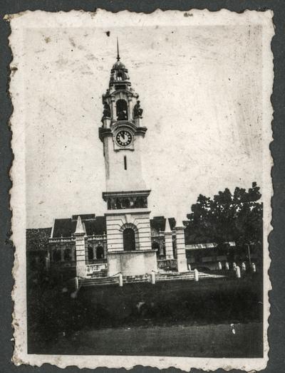Dzwonnica z zegarem