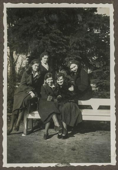 Portret grupy gimnazjalistek