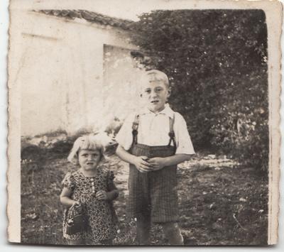 Portret rodzeństwa Żuchowskich w plenerze