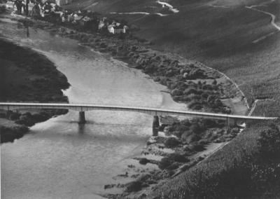 Moselbrücke Müstert vor Stau