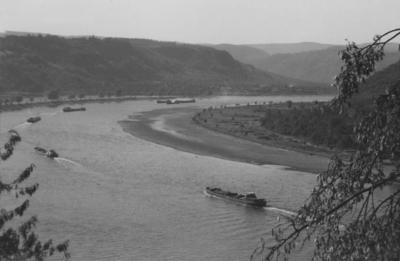 Niedrigwasser am Rhein zwischen Bingen und Oberwesel 1959