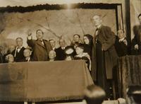 Societat Agrícola. El Sr. Marqués de Guad-el-Jelú premiant la virtut i el treball mostra com també entre el brogit de les festes es recompensa el mèrit