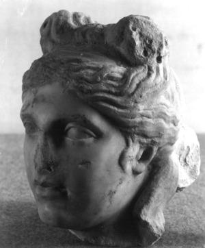 Cap femení d'una estatua romana.