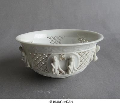 Bowl in blanc de Chine porcelain, openwork decoration