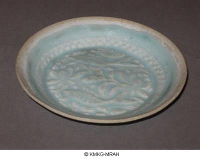 Small plate decorated with two fish in a background of lotusses