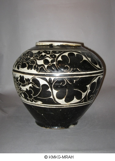 Vase with sgraffito decoration (Cizhou ware)