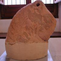 Fragmento de cabeza de toro. Ajuar de la necrópolis de Estacar de Robarinas, Cástulo (Linares, Jaén, España).
