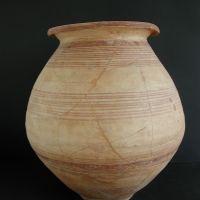 Urna funeraria. Tumba XIII. Ajuar de la necrópolis de Los Patos, Cástulo (Linares, Jaén, España).
