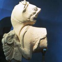 León-grifo con palmeta y serpiente. Conjunto escultórico de Cerrillo Blanco ( Porcuna, Jaén, España).