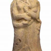 Figura femenina de terracota procedente del Santuario de Collado de los Jardines, Despeñaperros (Santa Elena, Jaén, España)
