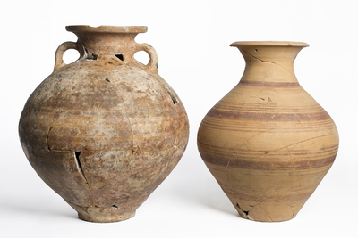 Urnas funerarias del hipogeo de Cerrillo de la Compañía (Hornos de Peal de Becerro, Jaén, España)