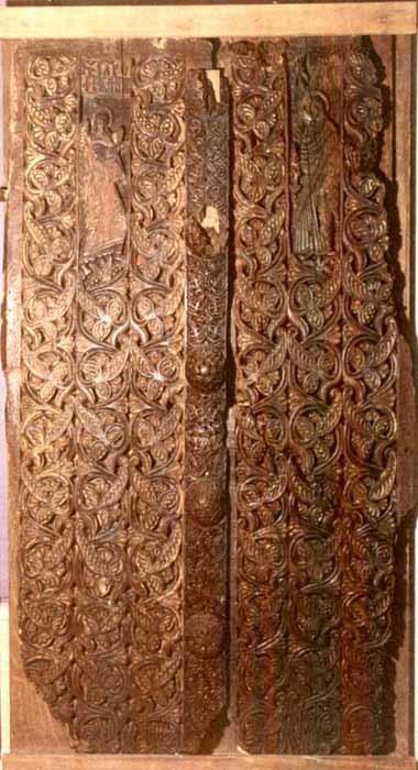 Ușă de biserică cu două canaturi