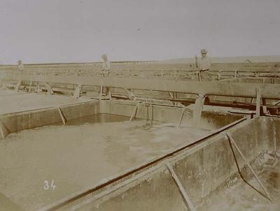 Pampa and oficina views. Jilling bateas with saturated solution (caldo)