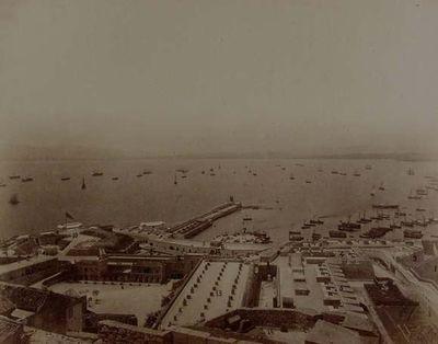 Gibraltar. Fortificaciones de los fuertes de mar y tierra. Espigón viejo y Water port desde el castillo