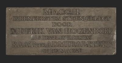 Gevelsteen met MD.CC.II is den eersten steen gelegd door Diderik van Hogendorp ... Maese