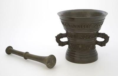 Bronzen vijzel met WILLEM ARISEN VERSTEGH ANNA IANS 1651, met stamper
