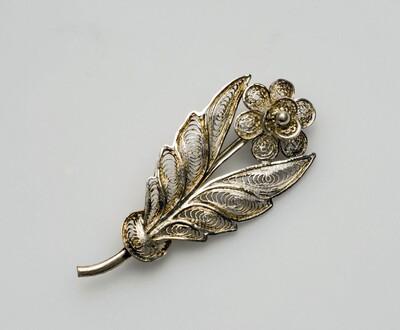 Zilveren filigraan broche met bloemmotief