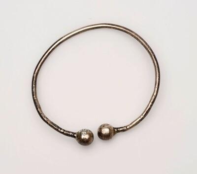 Zilveren armband voor Hindoestaanse vrouw