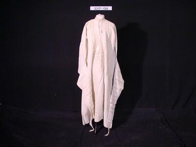 Gestreepte zijden mantel met gouddraadversiering