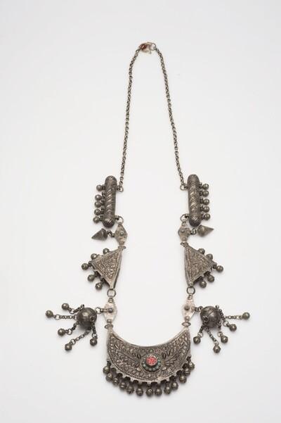 Zilveren halsketting met amulethouders