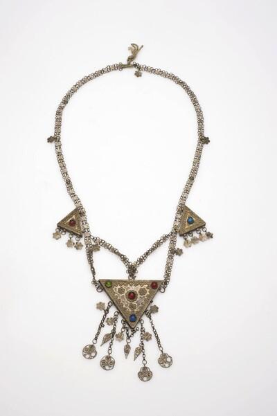 Zilveren halsketting met driehoekige hangers