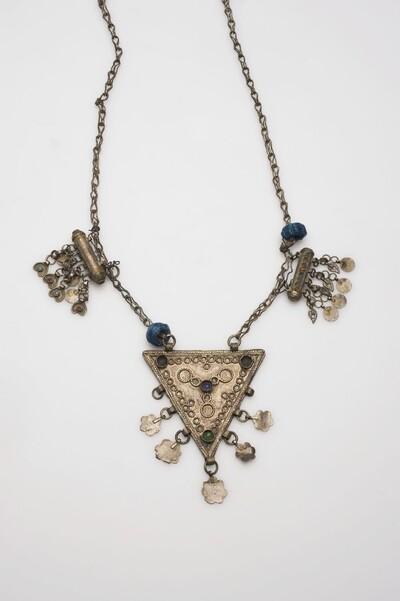 Zilveren halsketting met amuletkokers