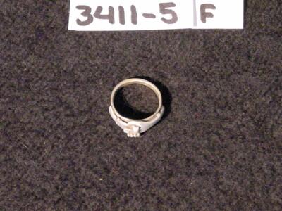 Zilveren verlovingsring met twee ineengeslagen handjes