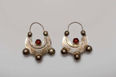 Paar zilveren oorhangers