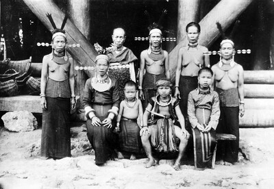 Group portrait including the wife of a siulu