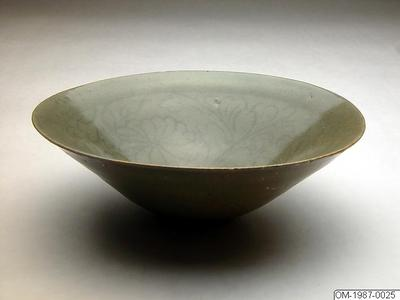 Skål, Husgeråd, Skål med celadonglasyr och inlagd krysantemumdekor, Bowl, Household utensil