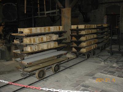 Wagonnets et briques branlantes
