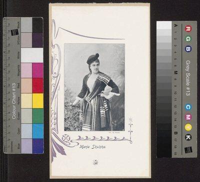 Portret Marii Skulskiej, śpiewaczki, w stroju scenicznym ; wycinek z czasopisma