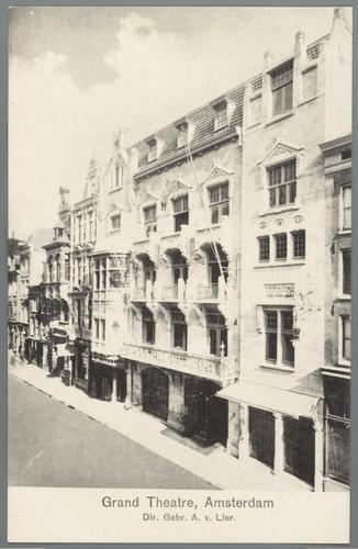 F002521: Prentbriefkaart van de Amstelstraat in Amsterdam met het Grand Theatre van A. van Lier, circa 1910