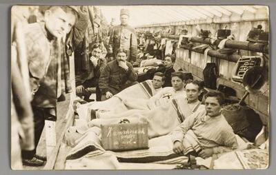 F007253: Mozes van Straten (met hand onder kin en kleine snor) in het leger, circa 1914